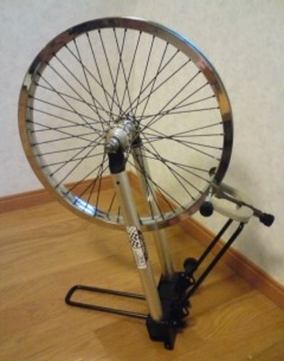 Small wheel truing stand